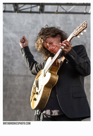 Pat Metheny literally between shadows and light!