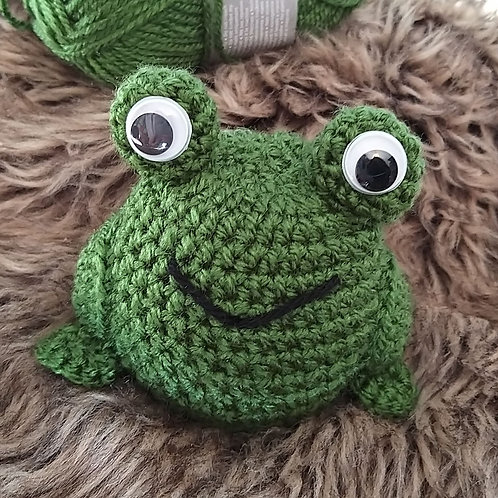 Crochet pattern for frog chocolate orange cover