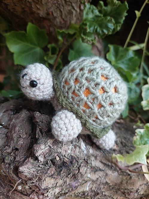 Crochet pattern for Tortoise Chocolate orange cover