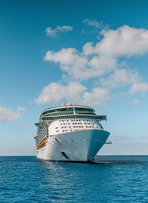 The%20Independence%20of%20the%20Seas%20cruise%20ship%20off%20the%20coast%20of%20the%20Cayman%20Islan