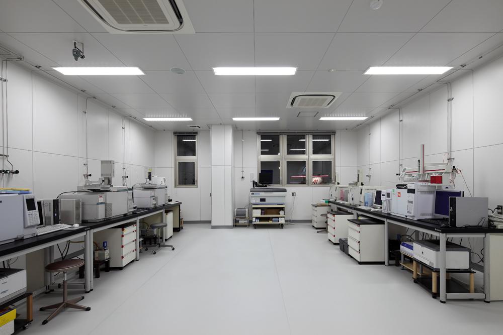 2F ガスクロマトグラフ分析室