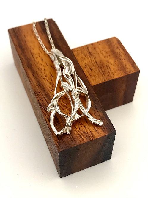"""""""Flow"""" silver pendant."""