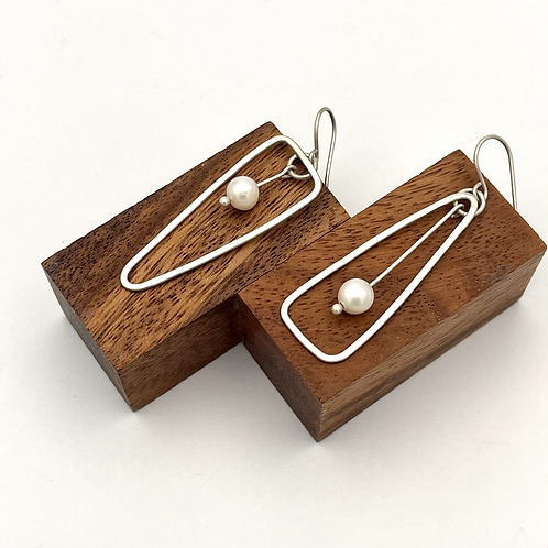 """""""See Saw"""" Silver Earring with Pearls."""