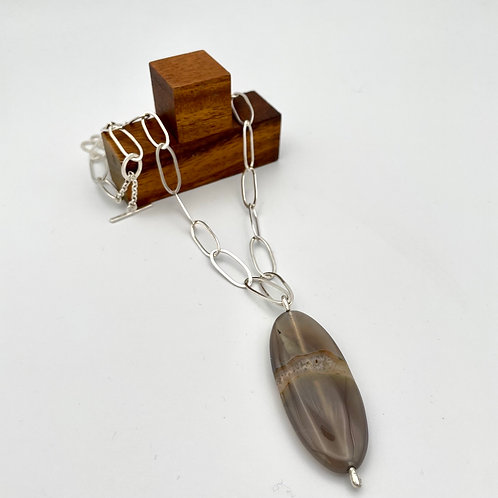 """""""Earth"""" Silver Necklace with Agate."""