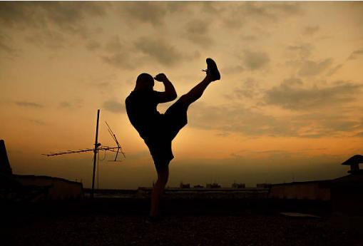 Entraine toi et améliore ton physique avec les training de David Masset prof de krav maga