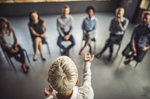 Vous êtes une entreprise et vous souhaitez améliorer la productivité, l'efficacité, l'adaptabilité de vos collaborateurs par le biais d'outils comme la Pnl, la sophrologie, l'hypnose ou encore les séminaires.