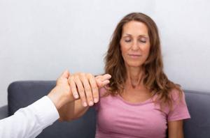 David  Masset hypnothérapeute peut vous aider à modifier vos habitudes et comportements en une seule séance d'hypnose