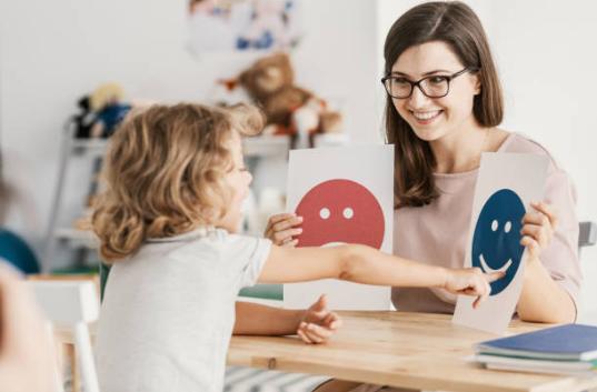 David Masset propose des séances de sophrologie à destination des enfants à partir de 5 ans. Entre détente musculaire, et visualisation les outils du bien être des enfants.