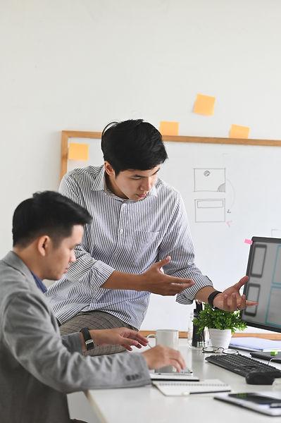 software-developer-meeting-with-designer.jpg
