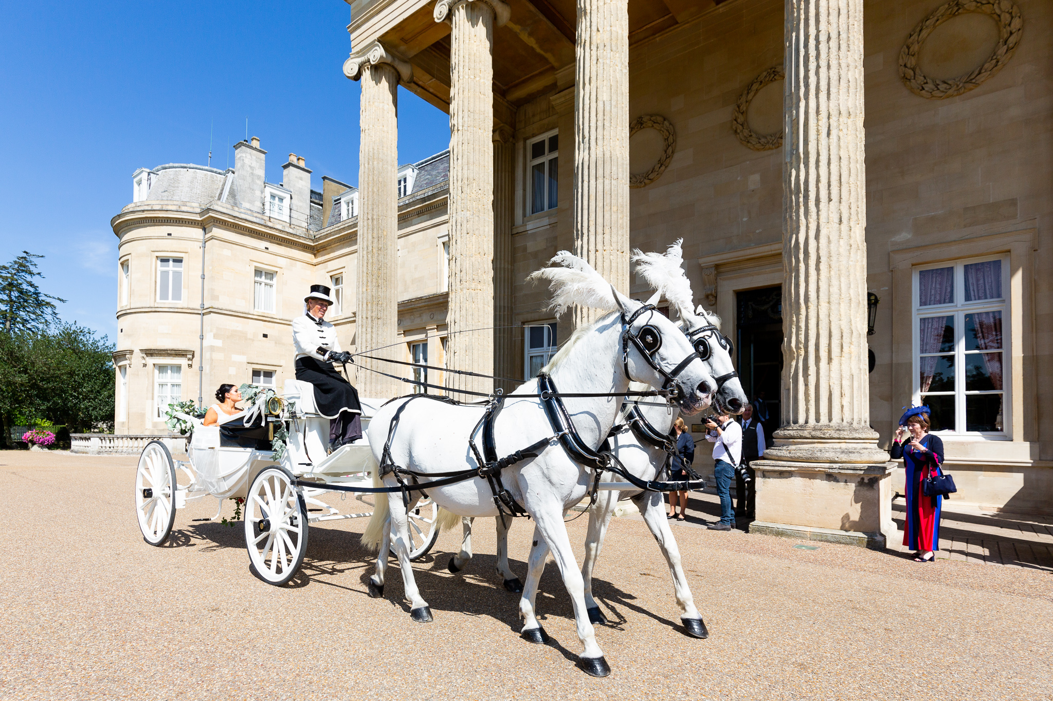 Horse_carriage_wedding_arrival_natural_wedding_photography_Rachel_Thornhill_Photographer