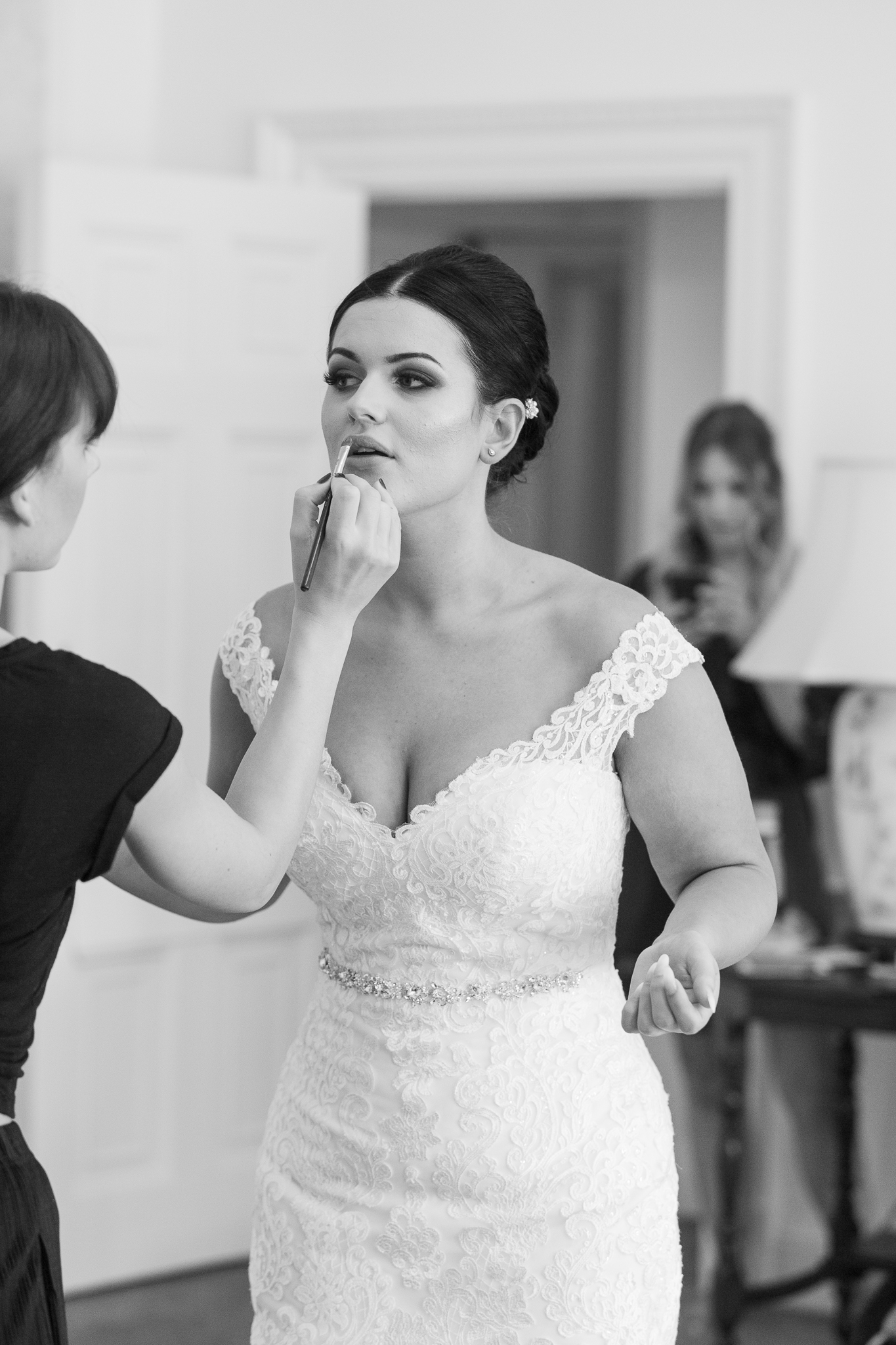 Bridal_Make_up_prep_natural_wedding_photography_Rachel_Thornhill_Photographer