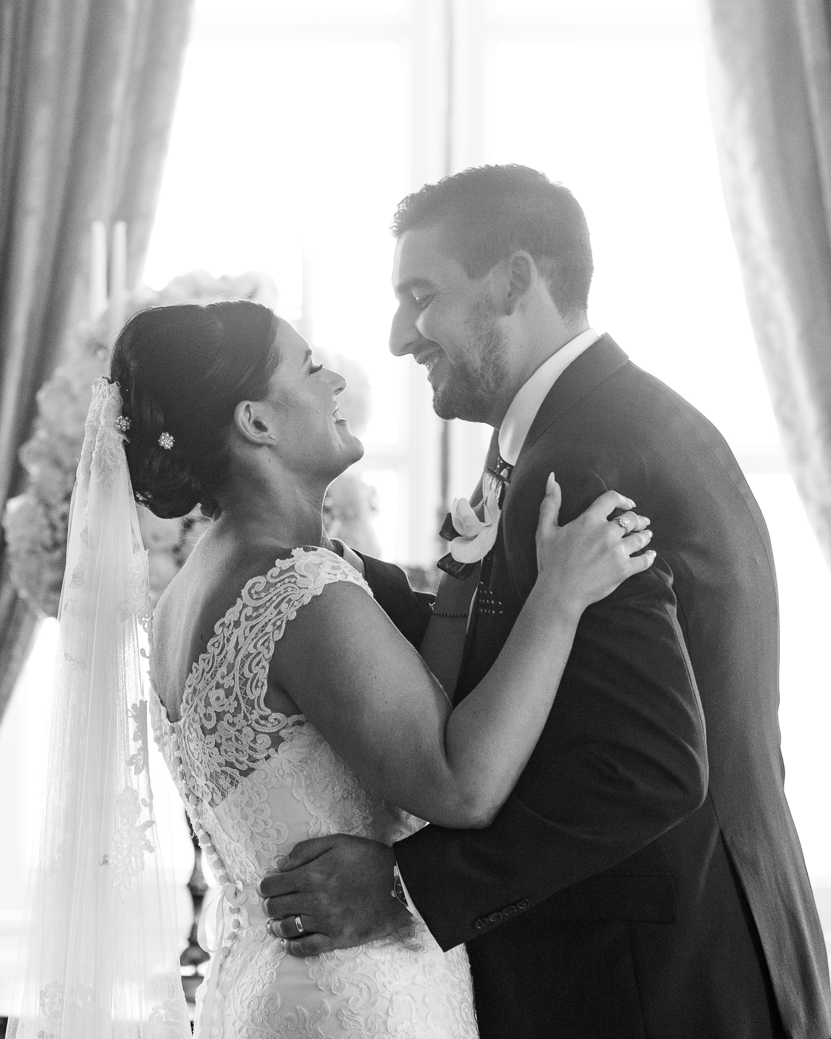 First_Kiss_natural_wedding_photography_Rachel_Thornhill_Photographer