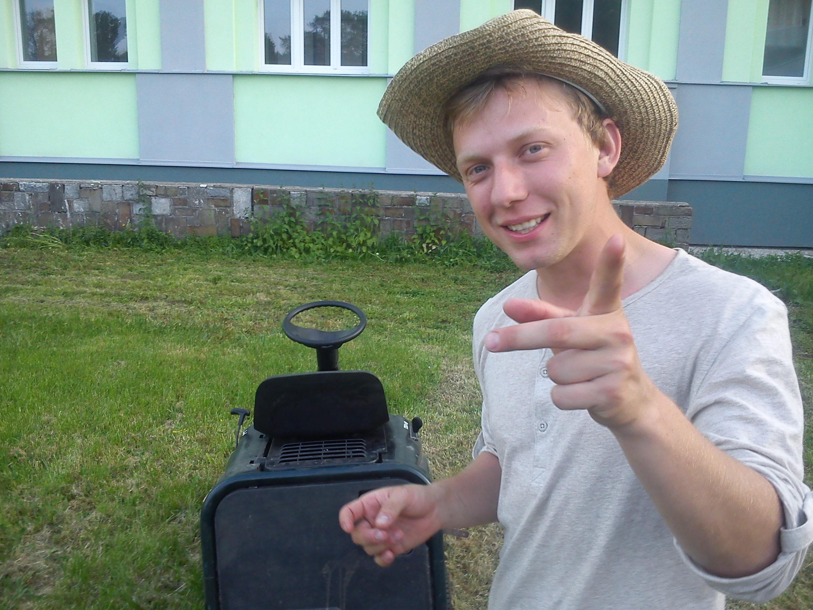 Farmář hledá traktor