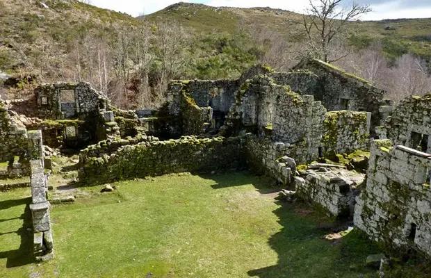 mosteiro-de-santa-maria-das-juniaswebp