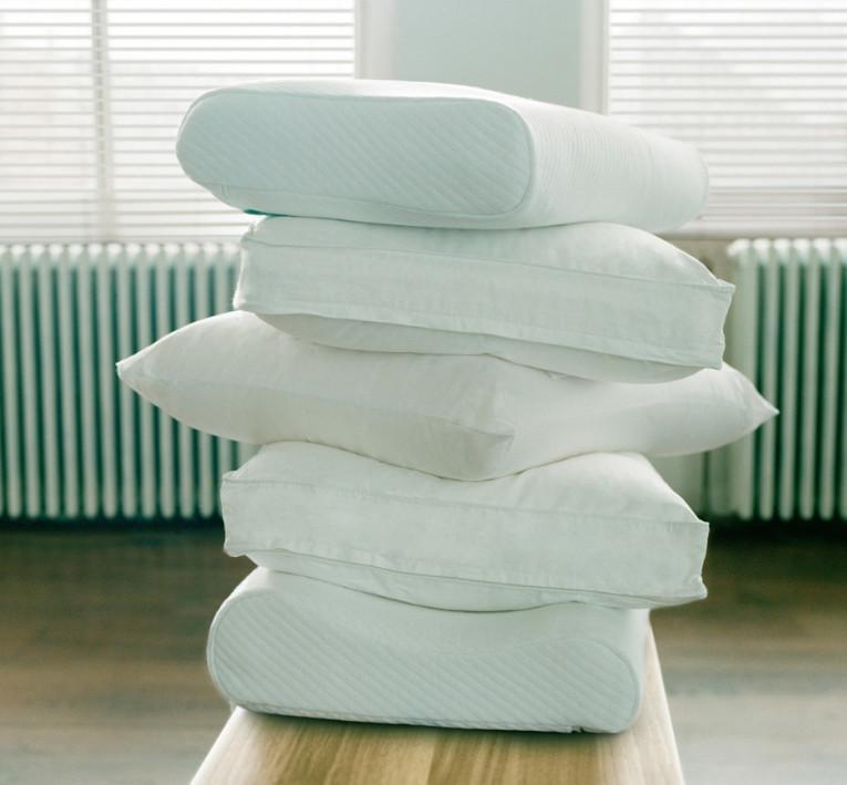 Des oreillers classiques ou ergonomiques en pile
