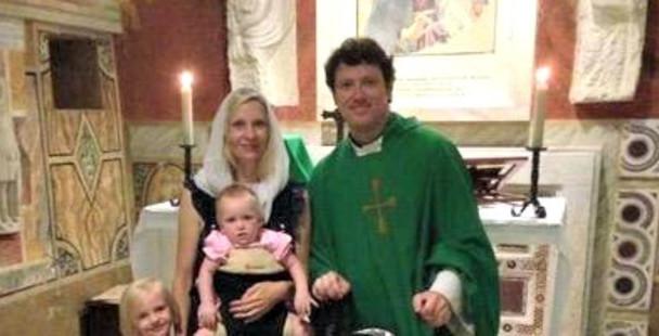 Pai de família e padre católico ao mesmo tempo