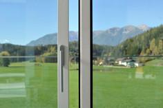 Čez pet let bom moral premazati nova lesena okna! Res?