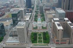 Blick vom Gateway Arch zum Capitol