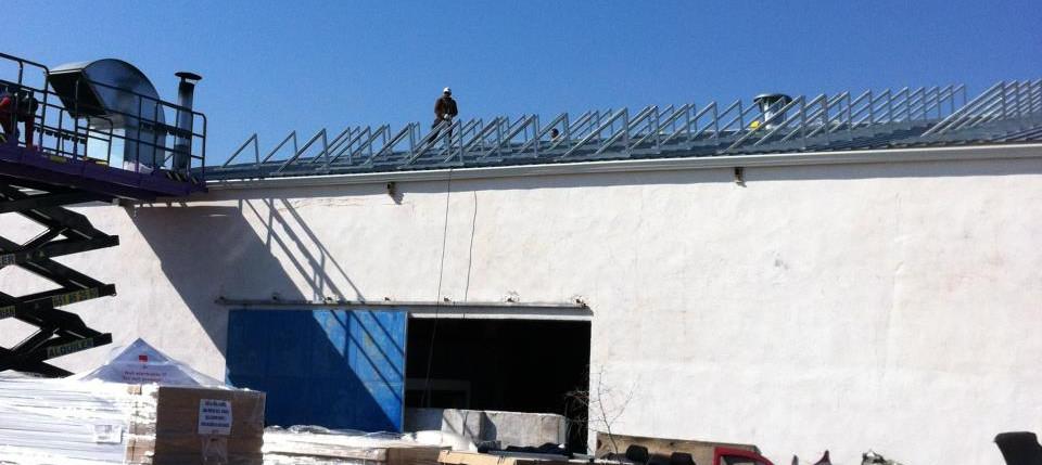 Montaje estructuras ISFV sobre cubierta industrial