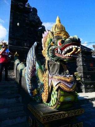 Treppenverzierung Tanah Lot Tempel