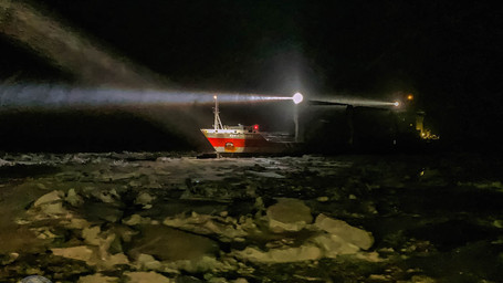 Escorte dans la glace