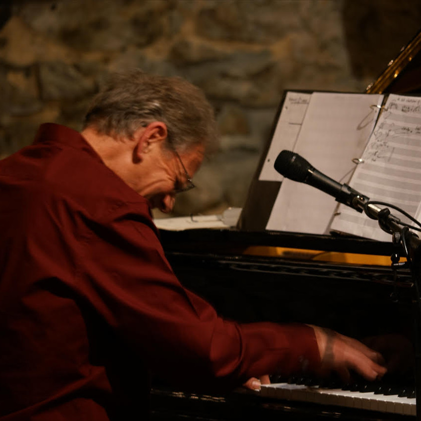 Sunday Night Music Series: Ludi Hinrichs in Concert