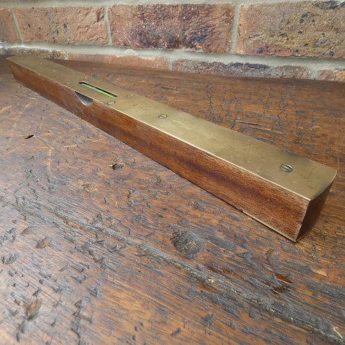 "18"" I & D Smallwood Ltd Brass Topped Level"