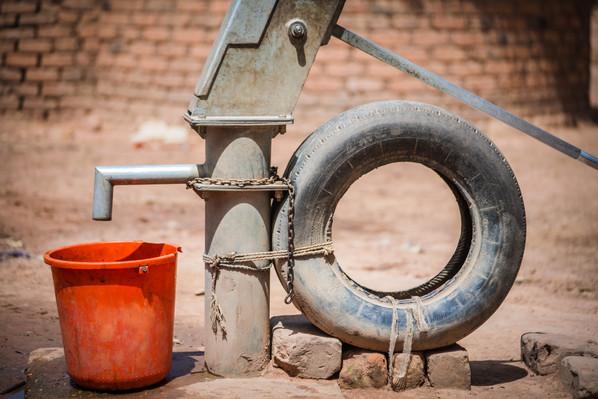 DSC04783 water bucket well wqter.jpg