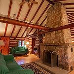 Cabin23_livingrooma.jpg
