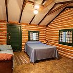 Cabin6_livingrooma.jpg