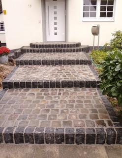 Gepflasterte Treppe