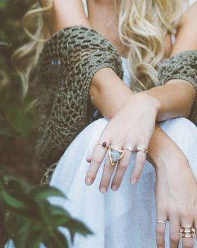 anillos desgastan de la mujer