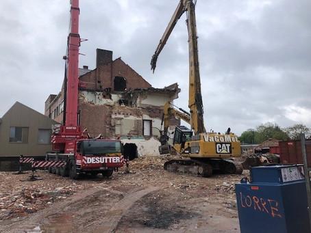 afbraak oud gebouw : de grote middelen