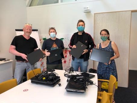 PVdA schenkt 15 laptops!
