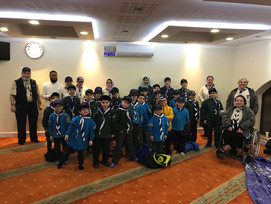 20th Finchley scouts pack visit the local mosque