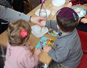 Yavneh Grandparents Mock Seder 2019_2420