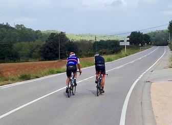 Teamtraining op de fiets in Girona