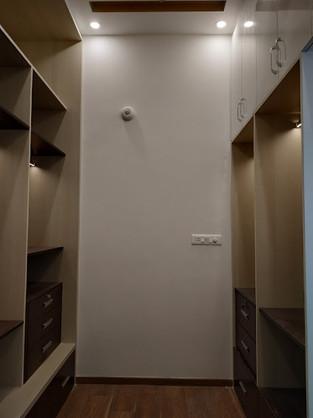 Walk-in-closet.jpg