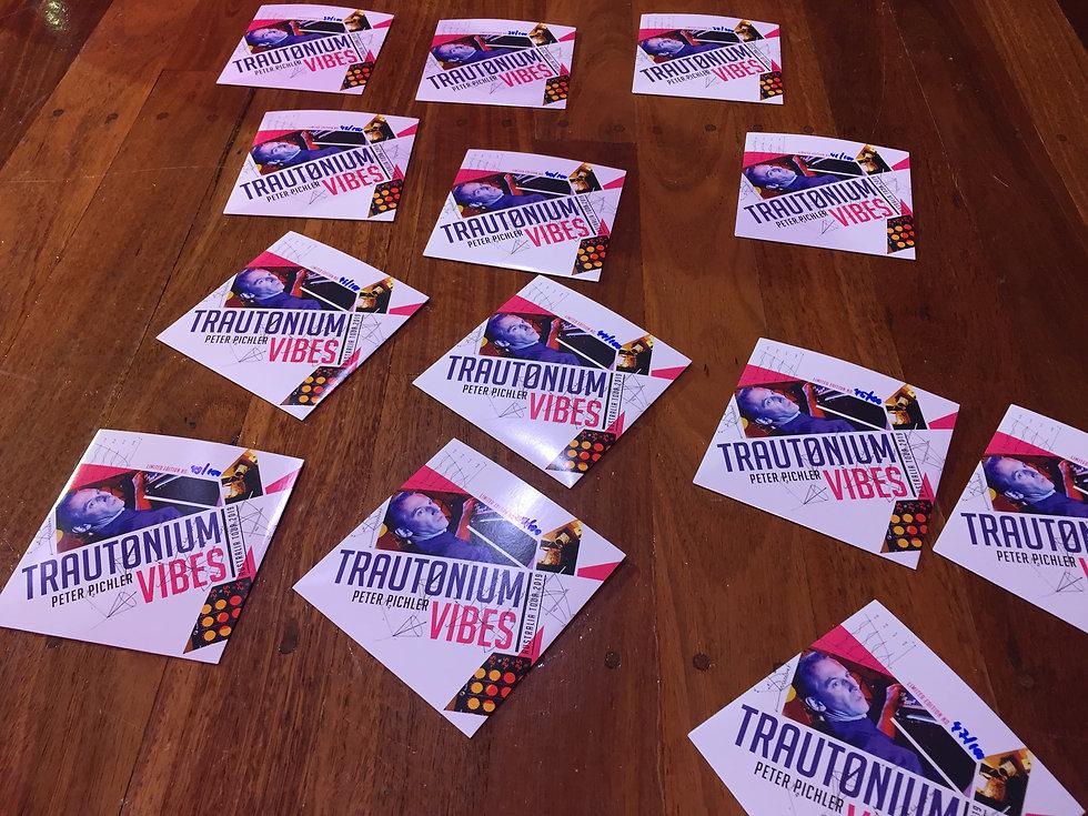 Trautonium Vibes CD verteilt auf dem Boden