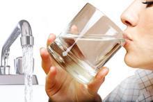 Вредно ли пить воду из-под крана без очистки?