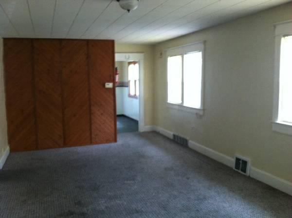 703 22nd livingroom