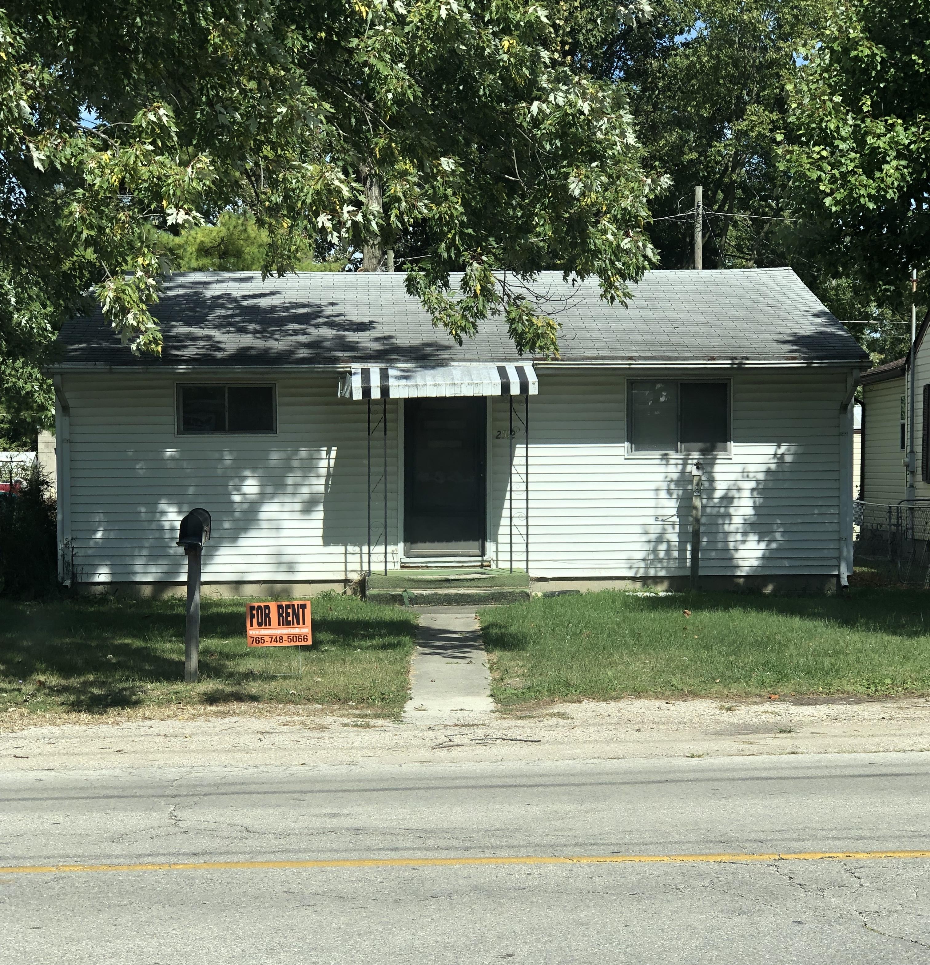 2512 W 8th St.