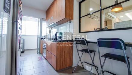 8 Kitchen 1 DSC01173-HDR-2-min.jpg