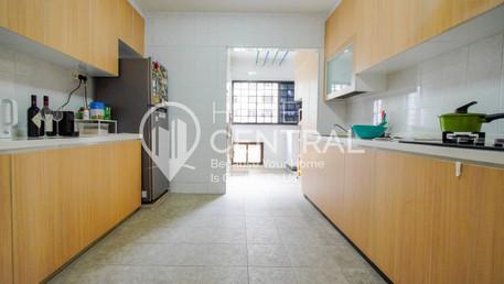 6 Kitchen 1 DSC01407-HDR-min.jpg