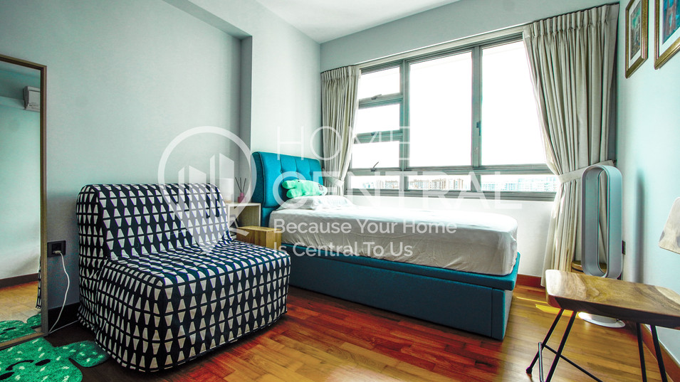 18 Bedroom 1 DSC01897-HDR-min.jpg