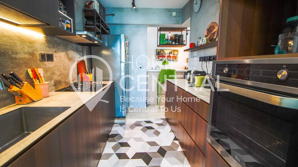 9 Kitchen 2 DSC01948-HDR-min.jpg