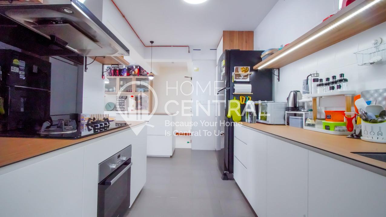6 Kitchen 2 DSC00975-HDR-min.jpg