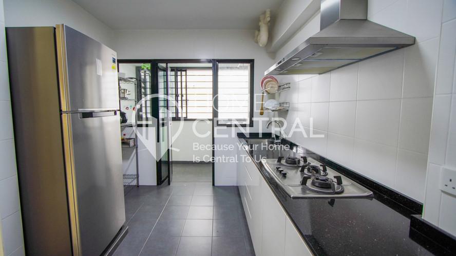 7 Kitchen 1 DSC01221-HDR-min.jpg