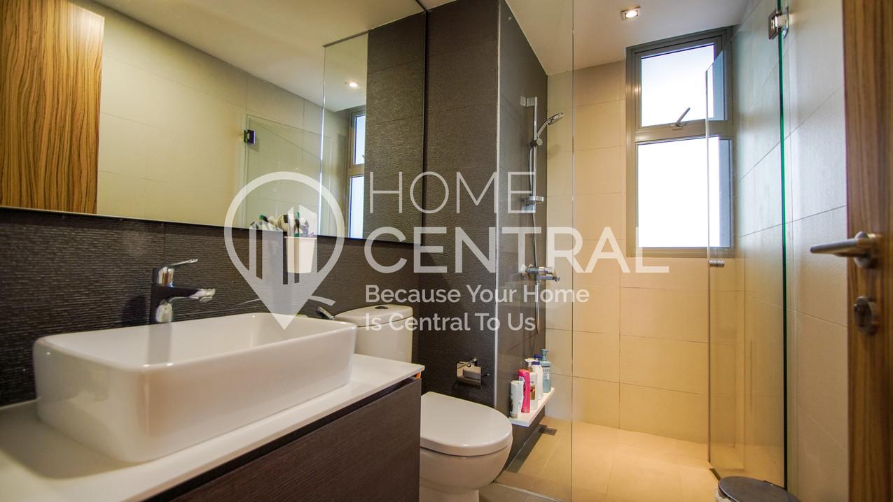 13 Toilet DSC02194-HDR-min.jpg