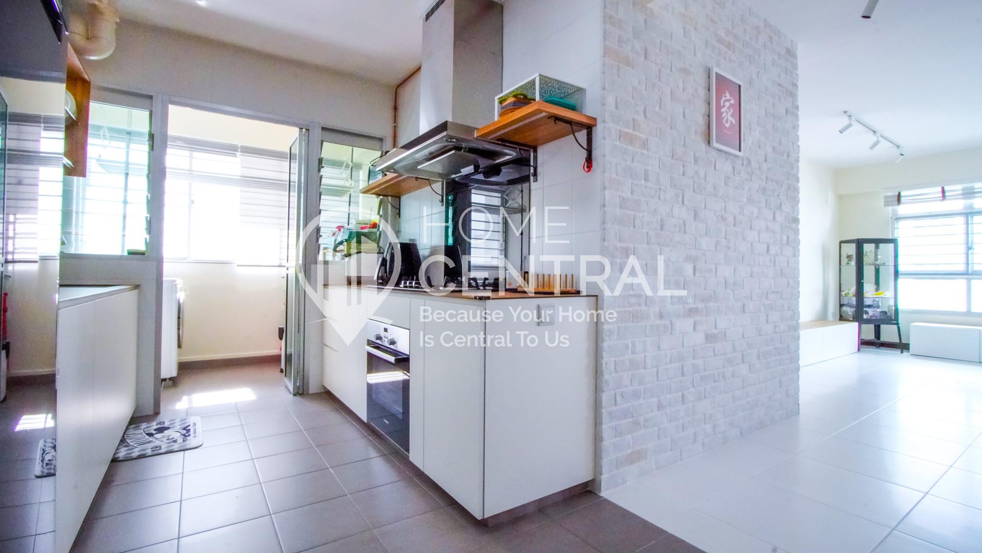 7 Kitchen 1 DSC00987-HDR-min.jpg
